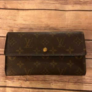 Louis Vuitton international trifold long wallet